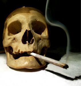skull-taking-drug-opiate-addiction